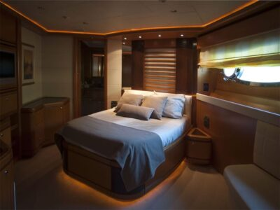 ariela motor yacht 10