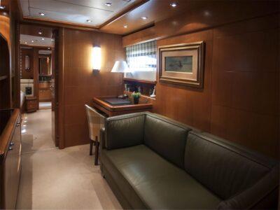 ariela motor yacht 11