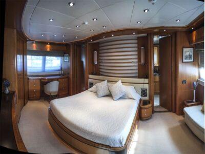 ariela motor yacht 16
