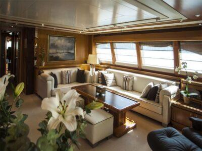 ariela motor yacht 17