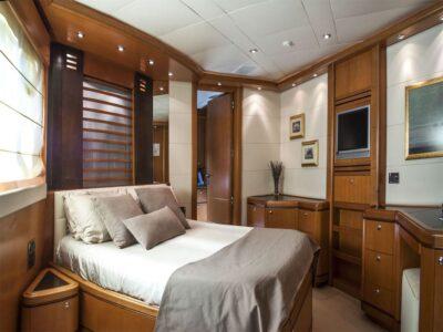 ariela motor yacht 19
