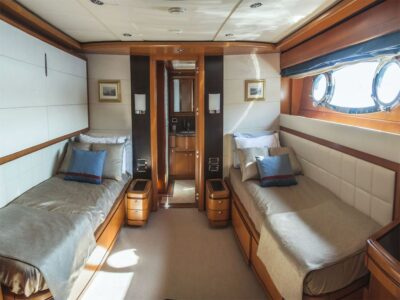 ariela motor yacht 20