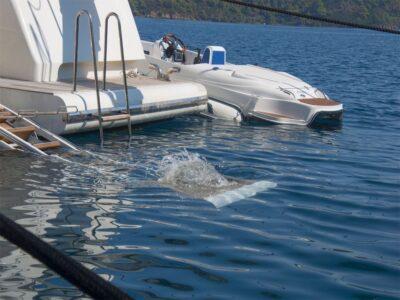 ariela motor yacht 4
