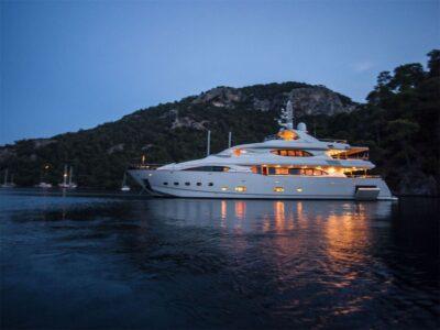 ariela motor yacht 5