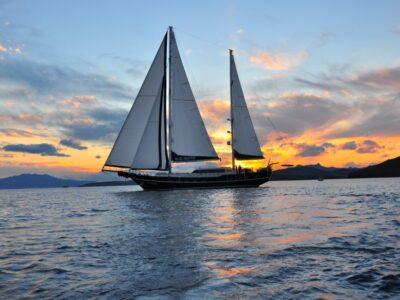 Blue-heaven-Sailing-1024x680